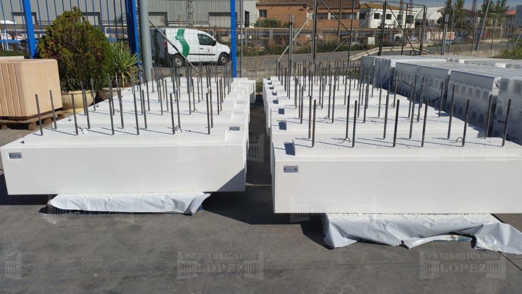 Bancos fabricados para el puerto deportivo de gibraltar for Balaustres granada