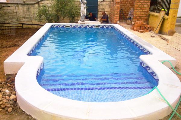 Bordes de piscina prefabricados l pez for Bordes decorativos para piscinas