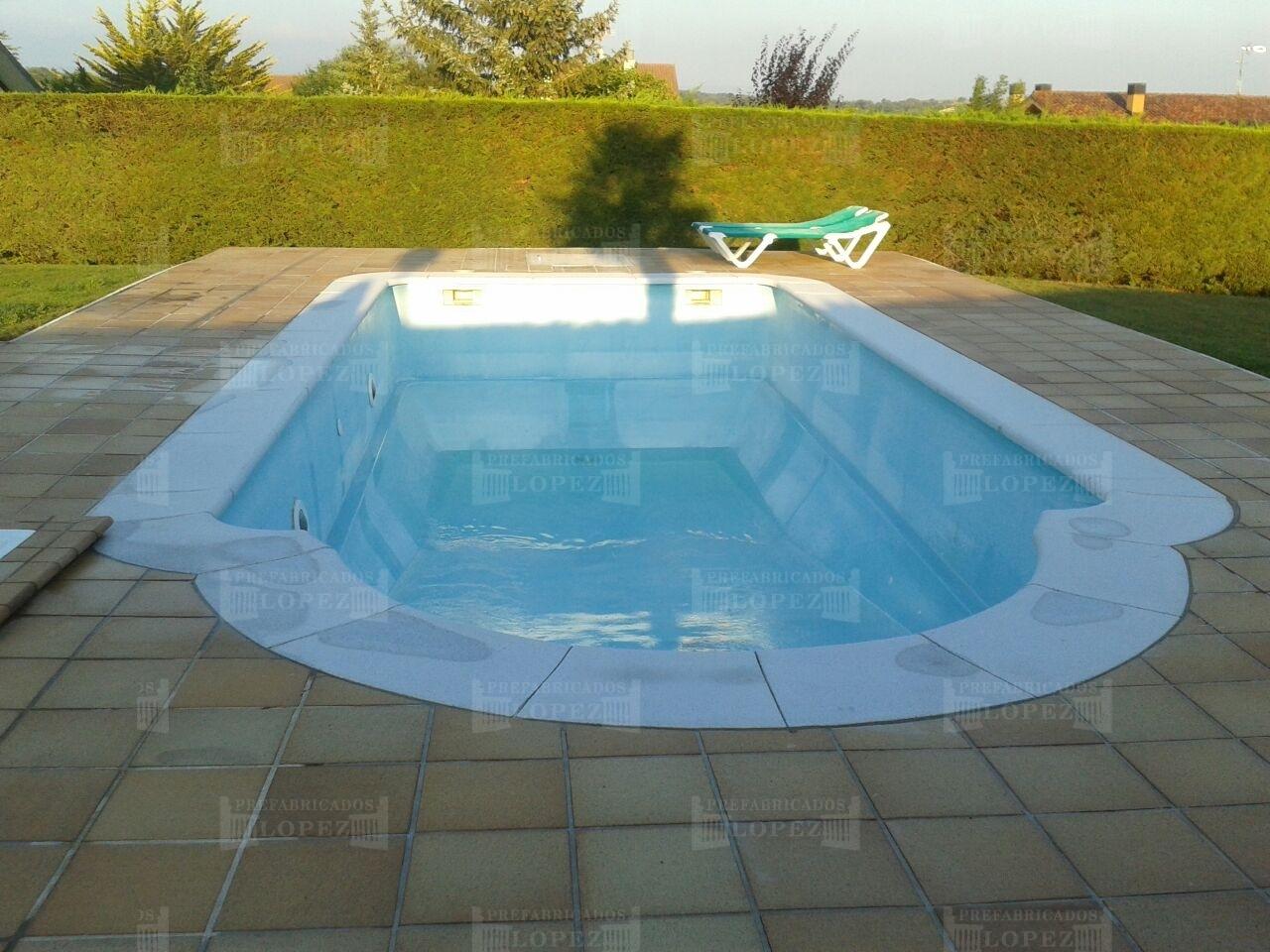 Bordes de piscinas redondeadas romanas prefabricados l pez for Balaustres granada